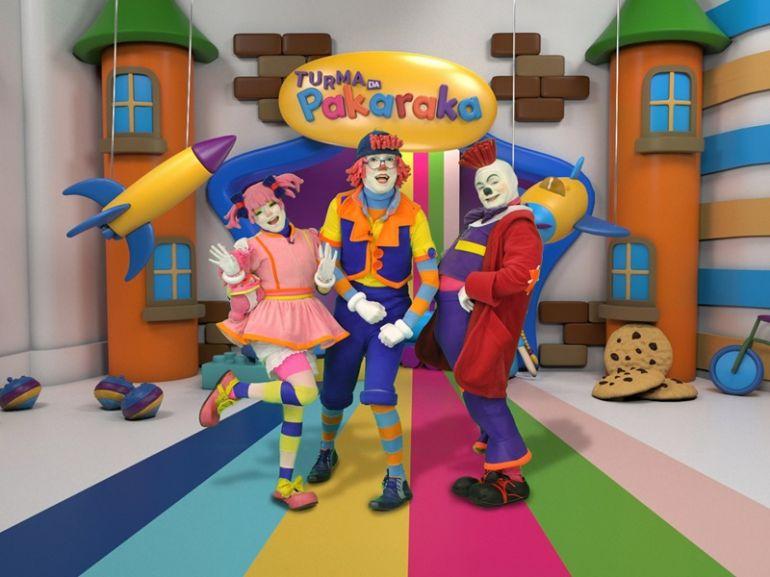 """Divulgação/RedeTV!,Formada por três palhaços e bonecas, a """"Turma da Pakaraka"""" nasceu em Fortaleza (CE), importante polo do humor brasileiro"""