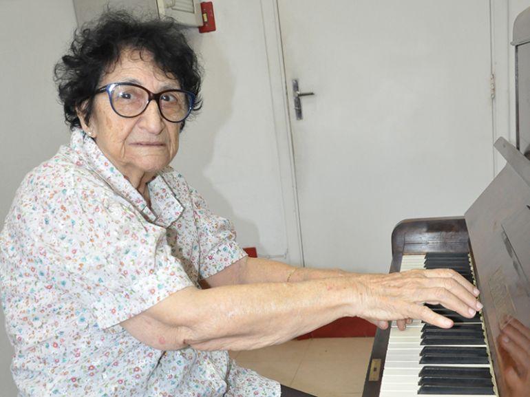 José Reis, O toque dos dedos firmes de Maria Apparecida Memari Bottoso, tão ágeis e que, ao mesmo tempo, parecem flutuar além das teclas do piano