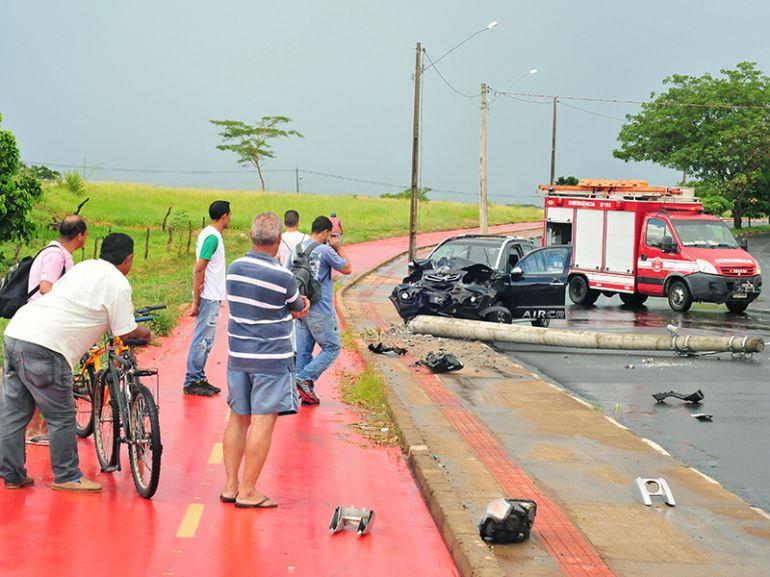 Marcio Oliveira,Acidente envolveu um carro na Avenida JK, em Prudente; vítima não apresentou fraturas