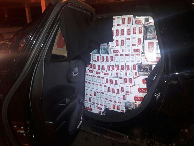Polícia Militar Rodoviária -40 caixas, oriundas do Paraguai e sem nota, estavam no interior de um veículo roubado