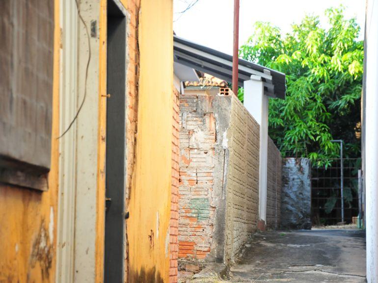 Marcio Oliveira - Casa onde ocorreu o crime fica localizada aos fundos de um bar, no centro da cidade