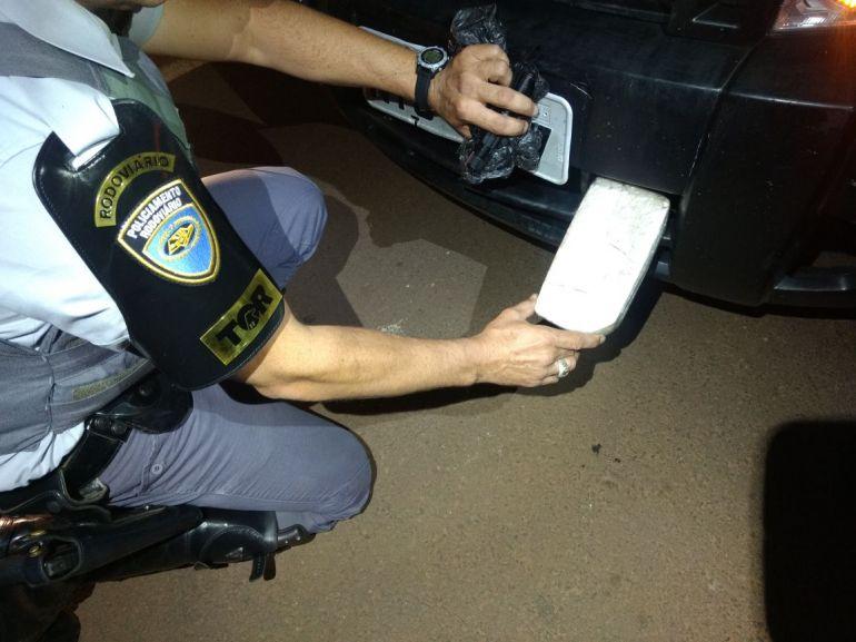 Polícia Militar Rodoviária - Tablete de cocaína estava em fundo falso de para-choque