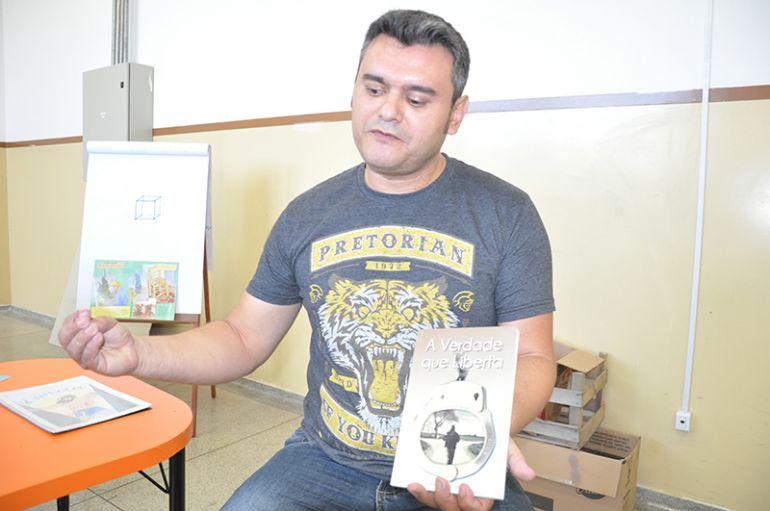 José Reis -Itamar, que também é escritor, faz planos de estender projeto de leitura para todo o país