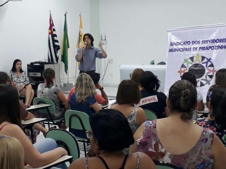 Cedida / Sidmara Villa -Reunião foi realizada na noite de ontem, com servidores públicos da cidade e advogados