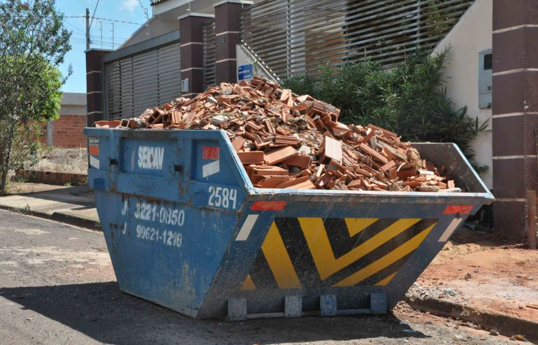 José Reis, Atualmente, caçambas são destinadas para resíduos da construção