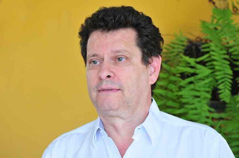 """Arquivo -Luiz: """"Pessoas precisam de uma educação formal e informal"""""""