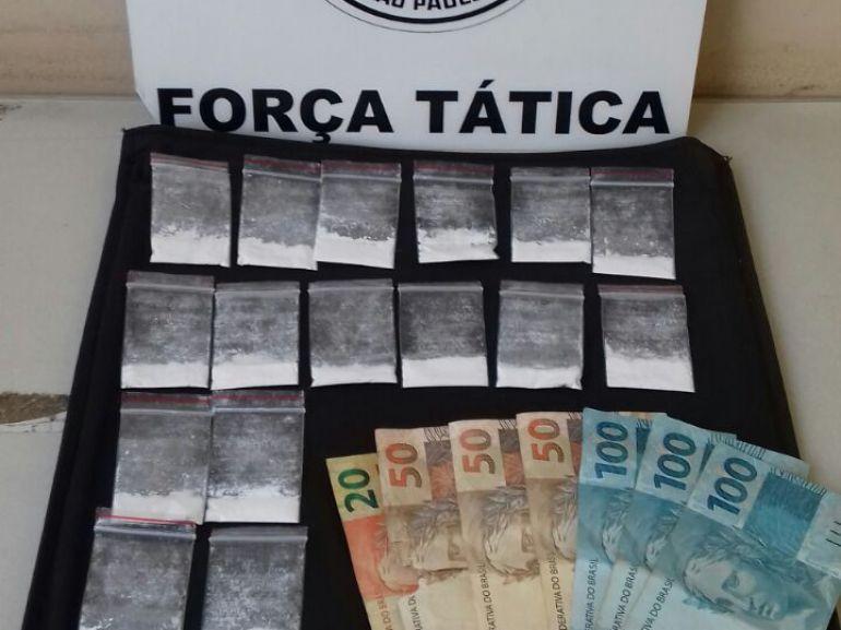 Polícia Militar - Em Prudente, Polícia apreendeu R$ 470 em dinheiro e cocaína