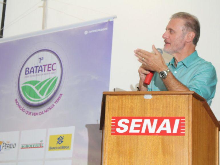 Prefeito Nelson Bugalho defendeu a industrialização de produtos à base de batata doce, e sugeriu à Liane produzir o nhoque de batata doce