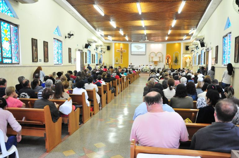 Marcio Oliveira - Três missas foram celebradas ontem na paróquia, sendo às 7h, 15h e 20h