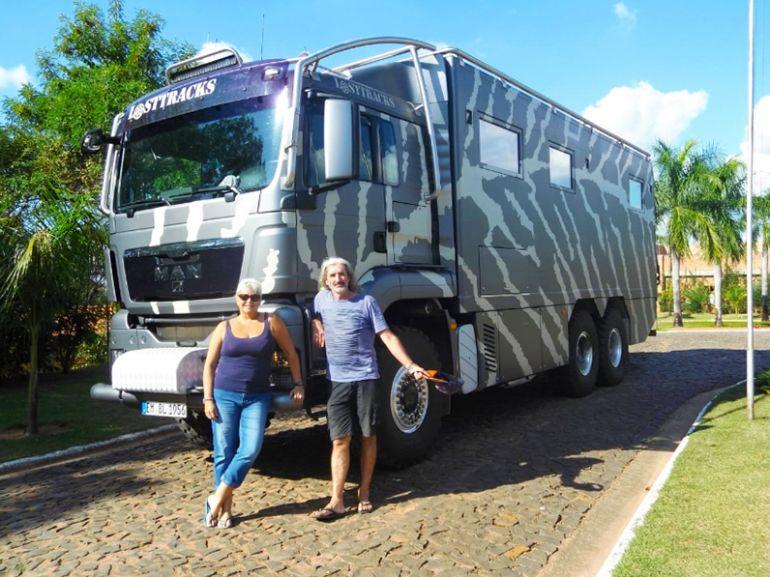 EXPEDIÇÃO Os franceses Brigitte e Alain La Toison chegam ao Terra Parque com o motor home com que viajam pelo continente americano