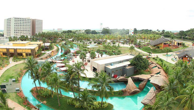 Divulgação - Vista área do parque aquático Hot Beach Olímpia com o Hot Beach Resort ao fundo