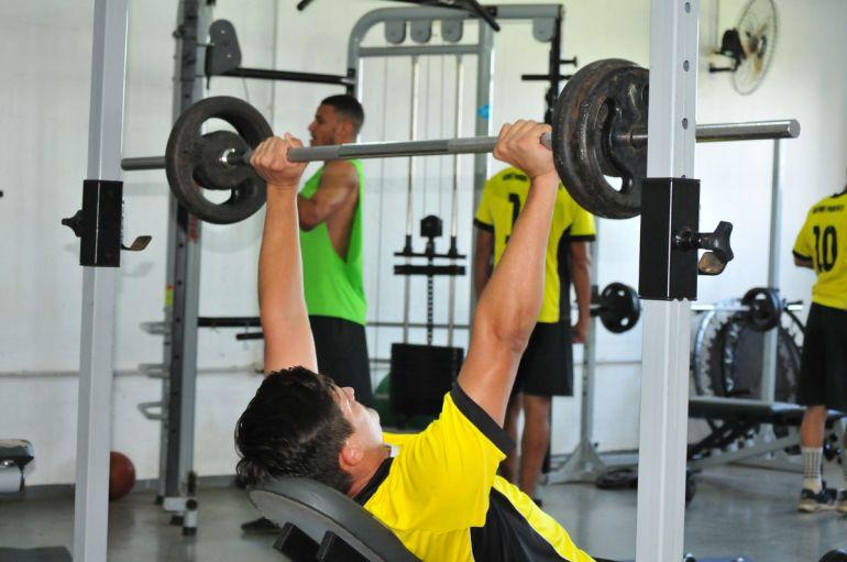 Marcio Oliveira - Com jogadores machucados, treinos ocorreram na academia do clube