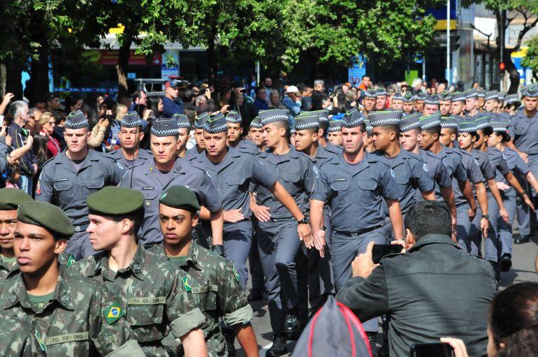 Marcio Oliveira - Desfile cívico marcou o fim das solenidades alusivas à Revolução de 32