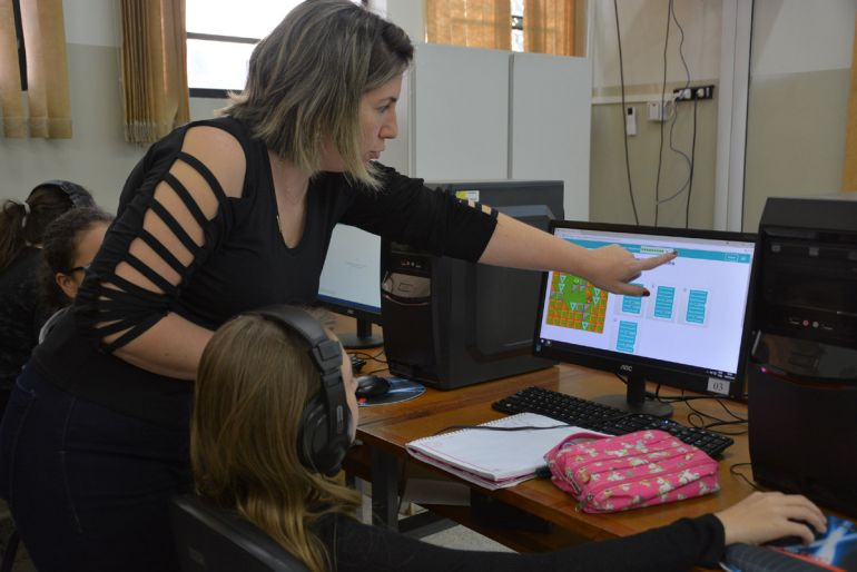 Cedida/Guilherme Santana - Nos 4 encontros, participantes vão aprender a lógica antes da programação; 90% das aulas são práticas