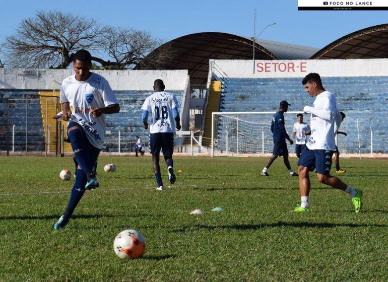 Arquivo - Osvaldo Cruz se prepara para pegar Francana na primeira partida