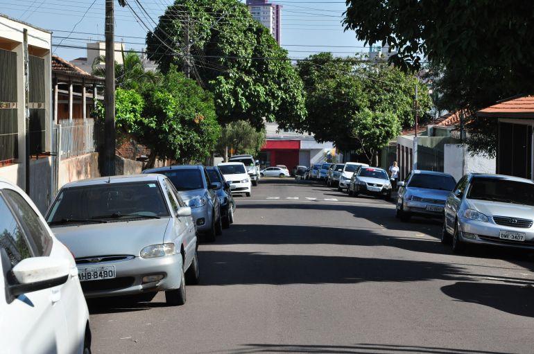"""José Reis - Bairro prudentino é """"muito visado"""" para estacionamento de veículos"""