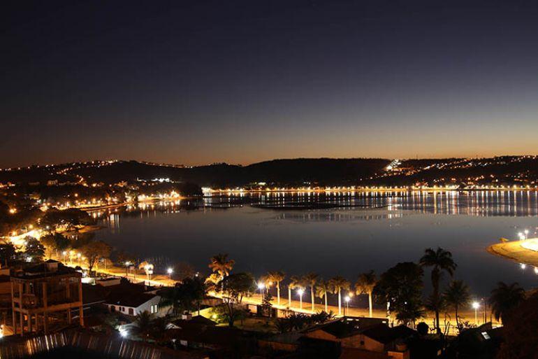 Fred Carvalho/Divulgação -Vista noturna da Lagoa Central de Lagoa Santa, em Minas Gerais