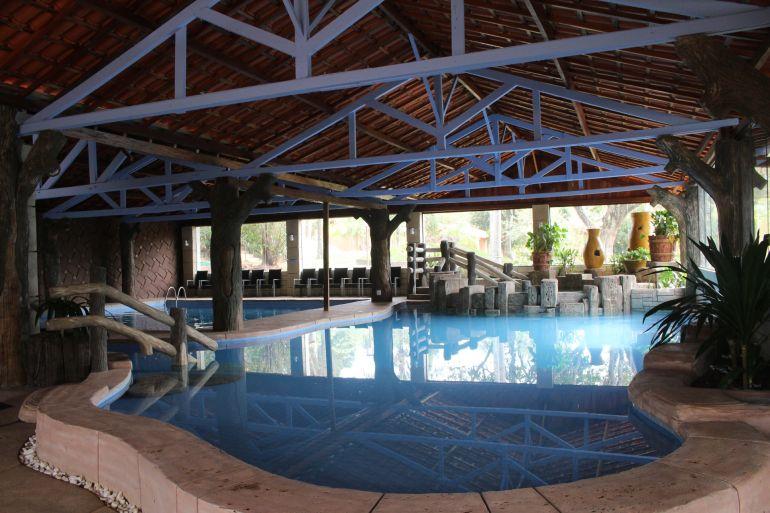 Parque aquático coberto, com águas quentes, no Terra Parque Eco Resort