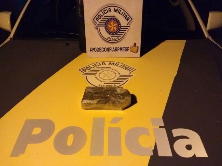 Polícia Militar Rodoviária - Tablete de maconha foi localizado em poder de representante comercial