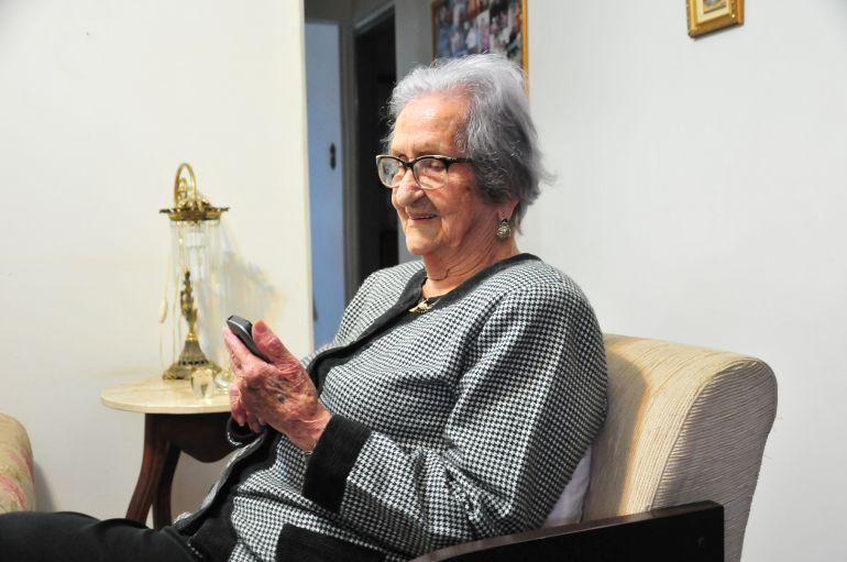 Marcio Oliveira - Thereza, aos 100 anos, se considera uma mulher feliz e, inclusive, antenada nas redes sociais