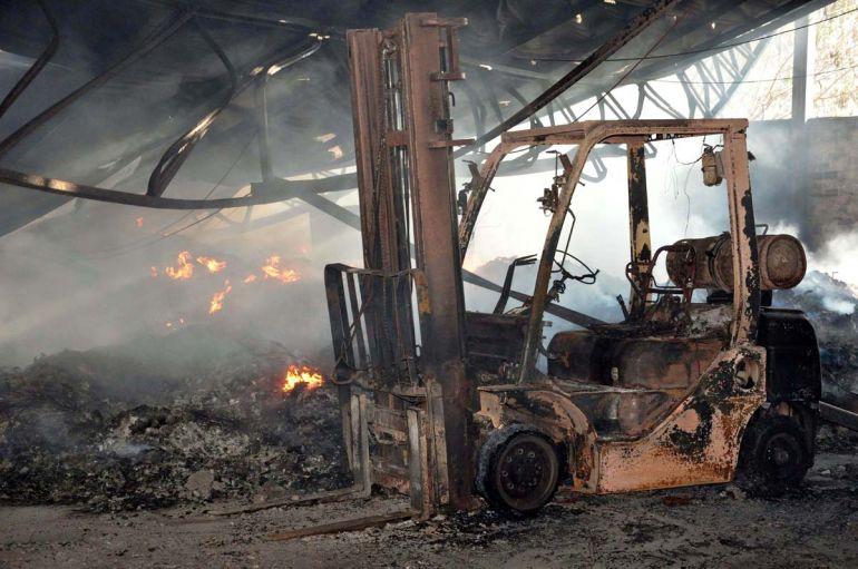 Arquivo - Incêndio na Cooperlix ocorreu na noite de 14 de julho e destruiu todo o barracão local