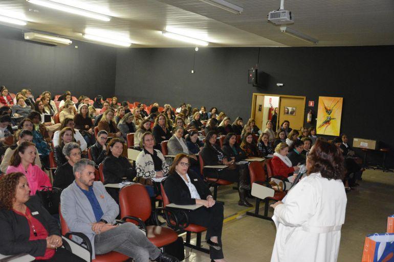 Cedida/Patrícia Motta - Durante o encontro, profissionais expuseram sua preocupação com aformação dos gestores e técnicos