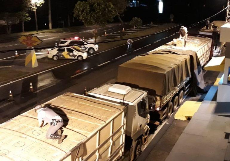 Polícia Militar Rodoviária - Cada um dos três caminhões abordados possuía 800 caixas de cigarros