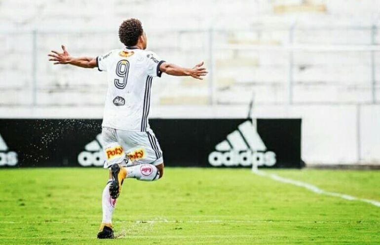 Cedida/ Felippe Cardoso: Felippe Cardoso chega ao Santos, mas ainda se recupera de lesão