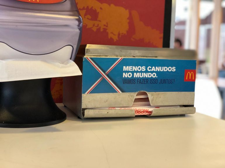 Leandro Nigre - Rede deixou de entregar aos clientes os canudos de plástico de maneira proativa