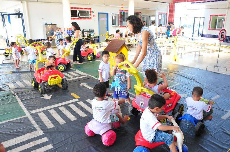 Marcio Oliveira - Atividade com Cidade Mirim foi realizada ontem em escola do João Domingos Netto