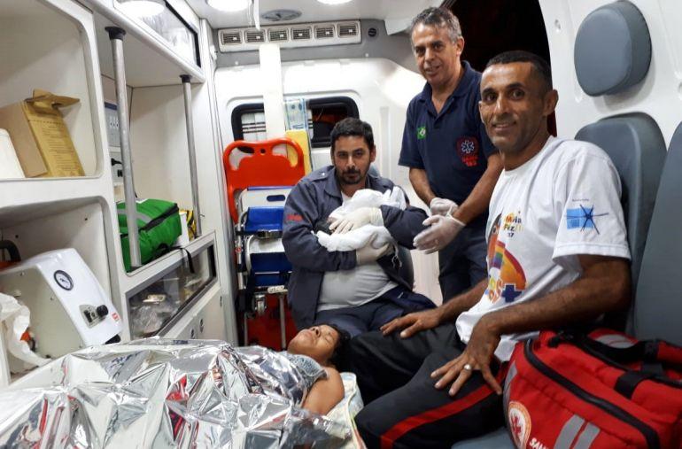 Cedida - Após parto, mãe e filha foram encaminhadas para atendimento no Hospital Estadual