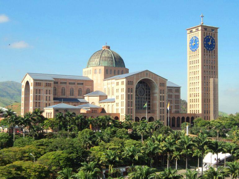 Segundo maior templo católico do mundo, é menor apenas que a Basílica do Vaticano