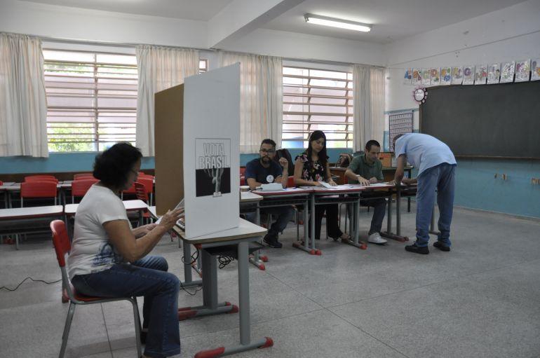 José Reis - Mesários auxiliam diretamente na participação dos eleitores no momento do voto