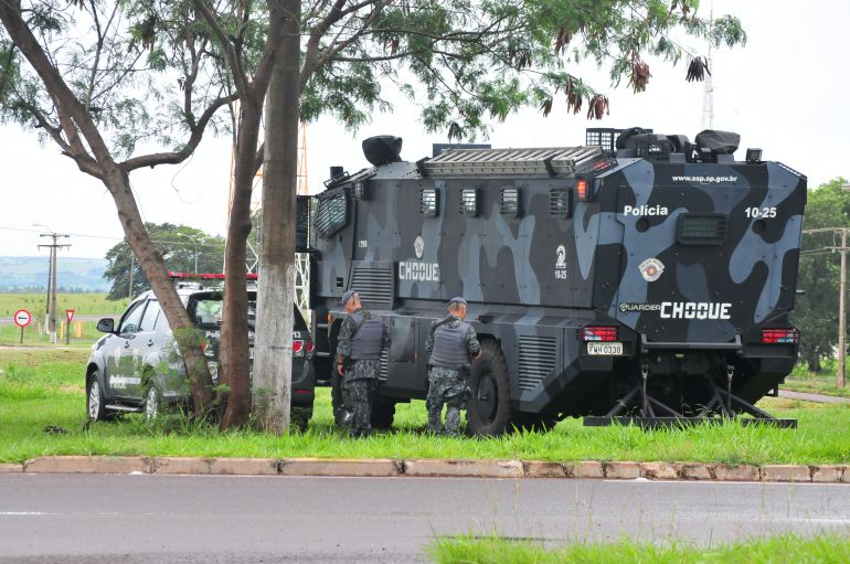 Marcio Oliveira - Policiamento esteve presente no trevo que dá acesso à P2 e ao aeroporto municipal