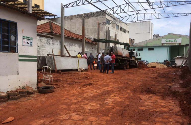 Roberto Kawasaki - Polícia Civil deve apurar as circunstâncias do acidente, registrado nesta manhã, no centro