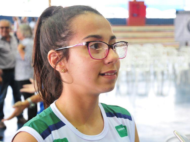 Marcio Oliveira - Inspirada pela mãe, Esther gostaria de se tornar profissional de basquete
