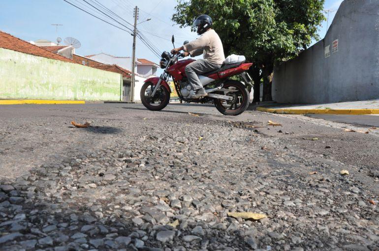 José Reis - Moradores dizem que Rua Archimedes Sanches não foi recapeada