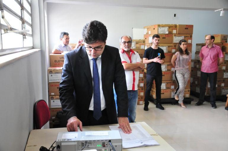 Arquivo - Simulação de voto que ocorreu no primeiro turno deve ser repetida nodia 24