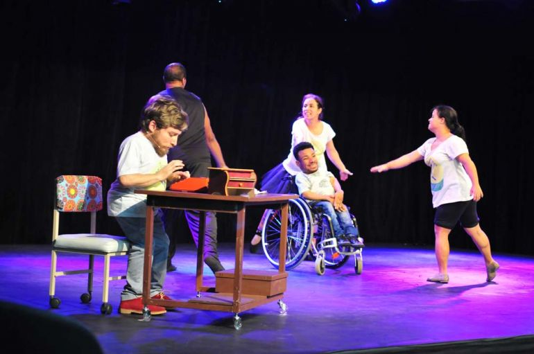 Marcio Oliveira - Dez artistas dividiram o palco durante a apresentação, ontem