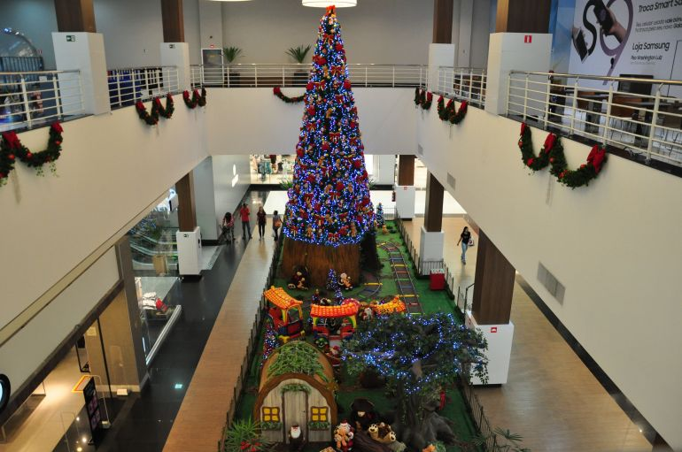 José Reis:Decoração natalina e luzes já ocupam os espaços diversos do Prudenshopping