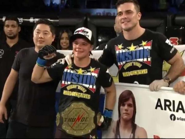 """Cedida/Ariane """"Sorriso"""" Carnelossi - Com duas vitórias na mesma noite, prudentina se vê próxima de uma vaga no UFC"""