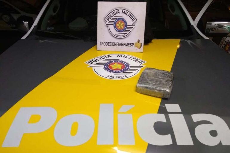 Polícia Militar Rodoviária - Tablete de haxixe, totalizando 1,9 kg, foi apreendido durante fiscalização da polícia