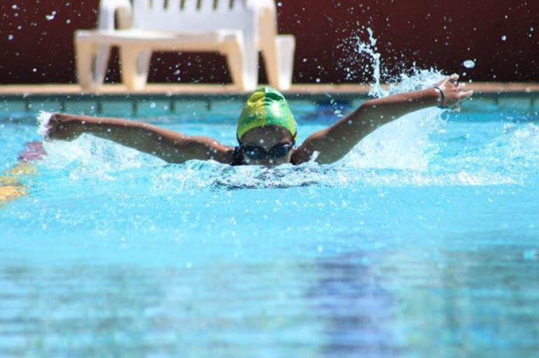 Cedida: Evandro Marques - Com osteogênisis imperfecta, natação é único esporte que Dayara Cardoso pode praticar
