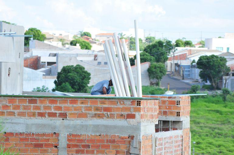 Marcio Oliveira | Setor da construção civil teve a pior variação no trimestre, com -15%