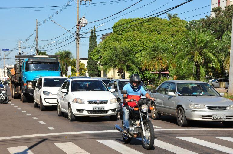 Arquivo - Especialista orienta cuidado redobrado com aumento do fluxo de veículos dentro da cidade