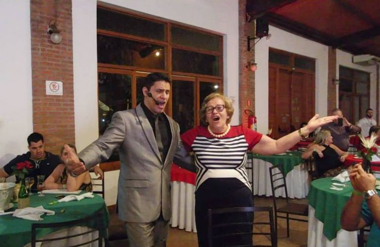 Show com Ricardo Bombarda, na programação do pacote de Natal do Terra Parque Eco Resort