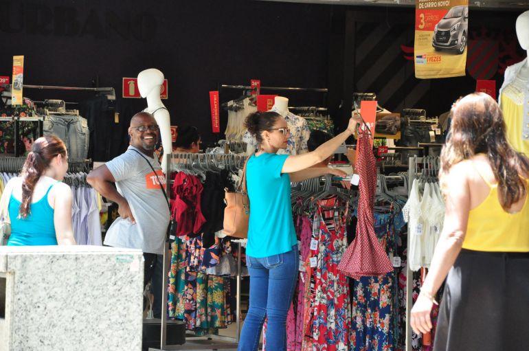José Reis - Vestuário e itens para presente estão entre os mais procurados neste período