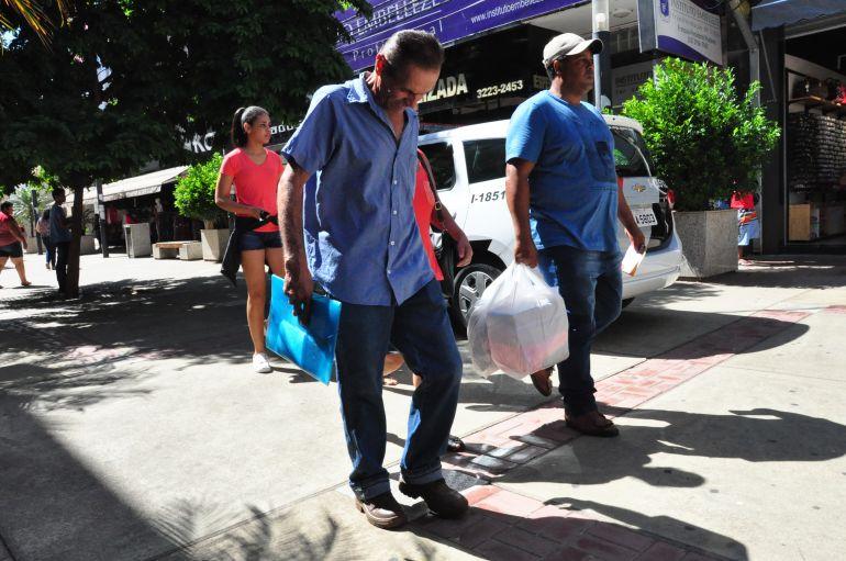 José Reis - Com a segunda parcela do 13º salário no bolso, muitas pessoas aproveitam para fazer compras