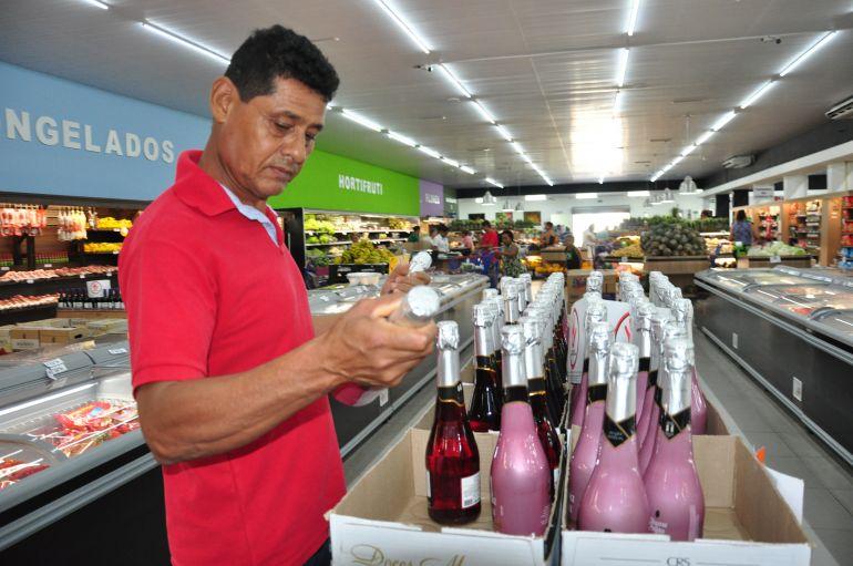 José Reis - Francisco passou no supermercado ontem para comprar champanhe para a virada