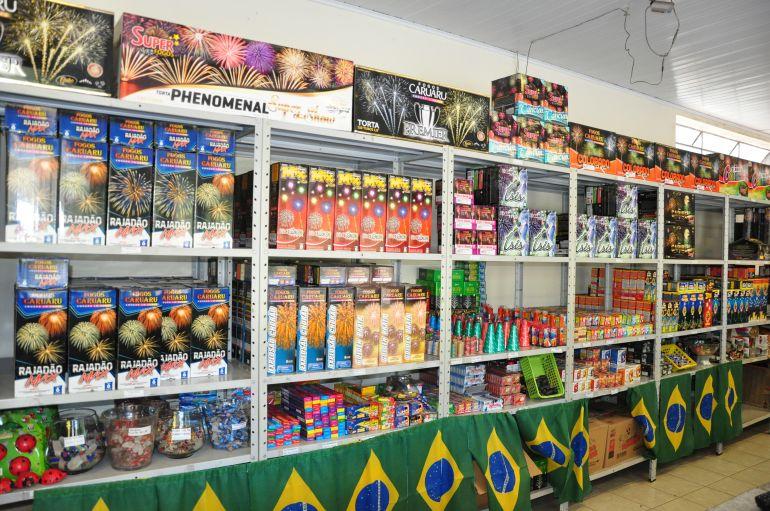 José Reis - Foguetes coloridos e artigos infantis estão entre os mais vendidos para o réveillon